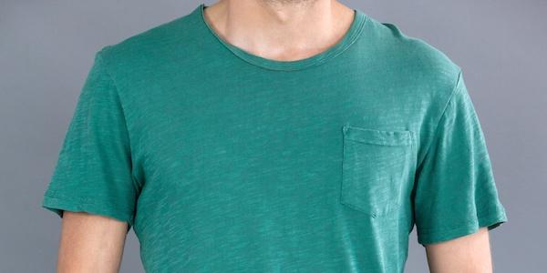 Tシャツの襟のヨレ